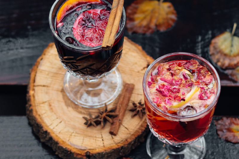 Weihnachtsmarkt selber machen mit Glühwein trinken