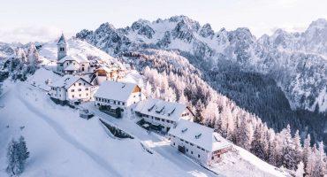 Weihnachten in den Bergen mit Schnee